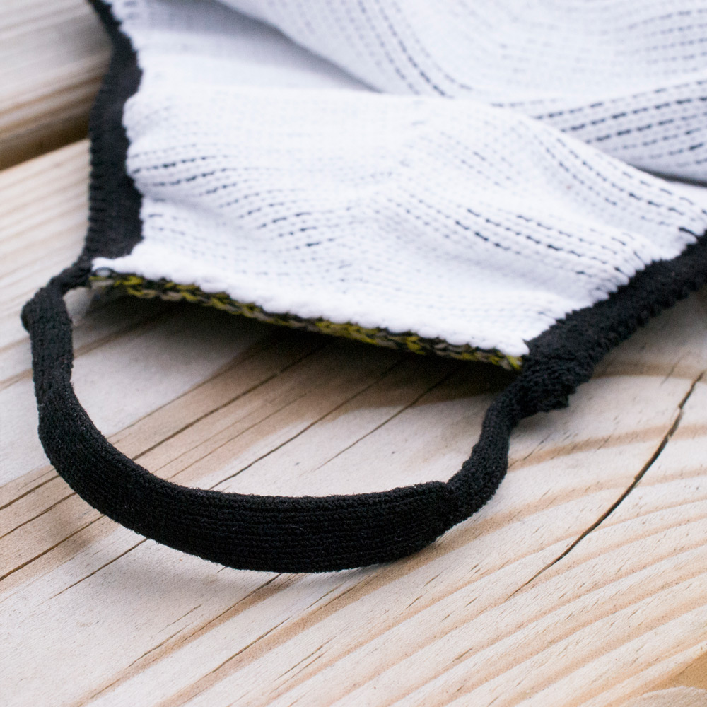 The clean bright white yarn used as the inner layer is the DIOLEN®. This hygienic, silver-based yarn is antimicrobial, provides protection against bacteria, allergens, and germs and is easy on the skin. Even in the warm and humid environment between skin and clothes, while doing sports or labour-intensive work, bacteria are hardly able to reproduce.